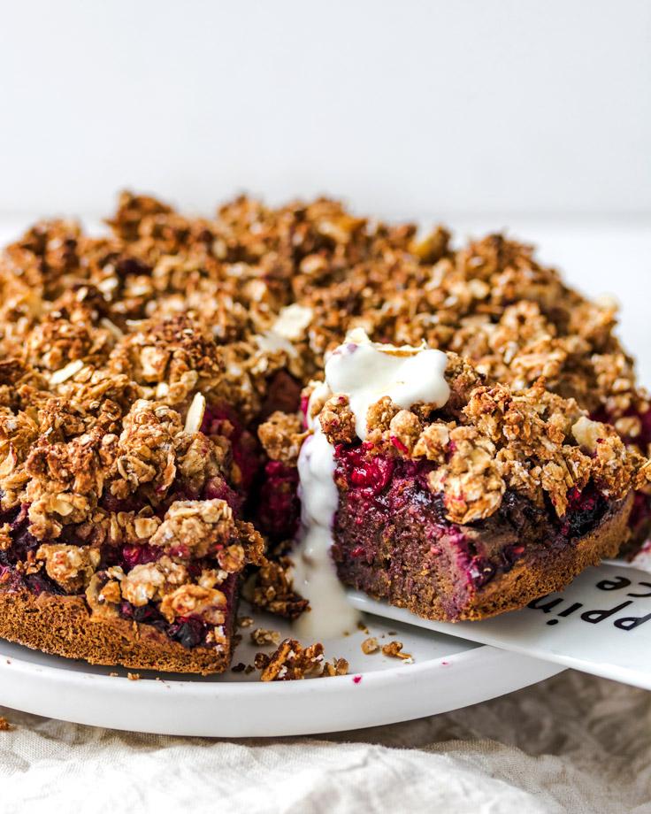 Vegan Berry Chocolate Crumble Cake